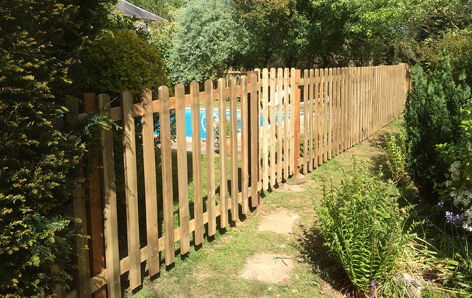 Fence in back garden with swimming pool